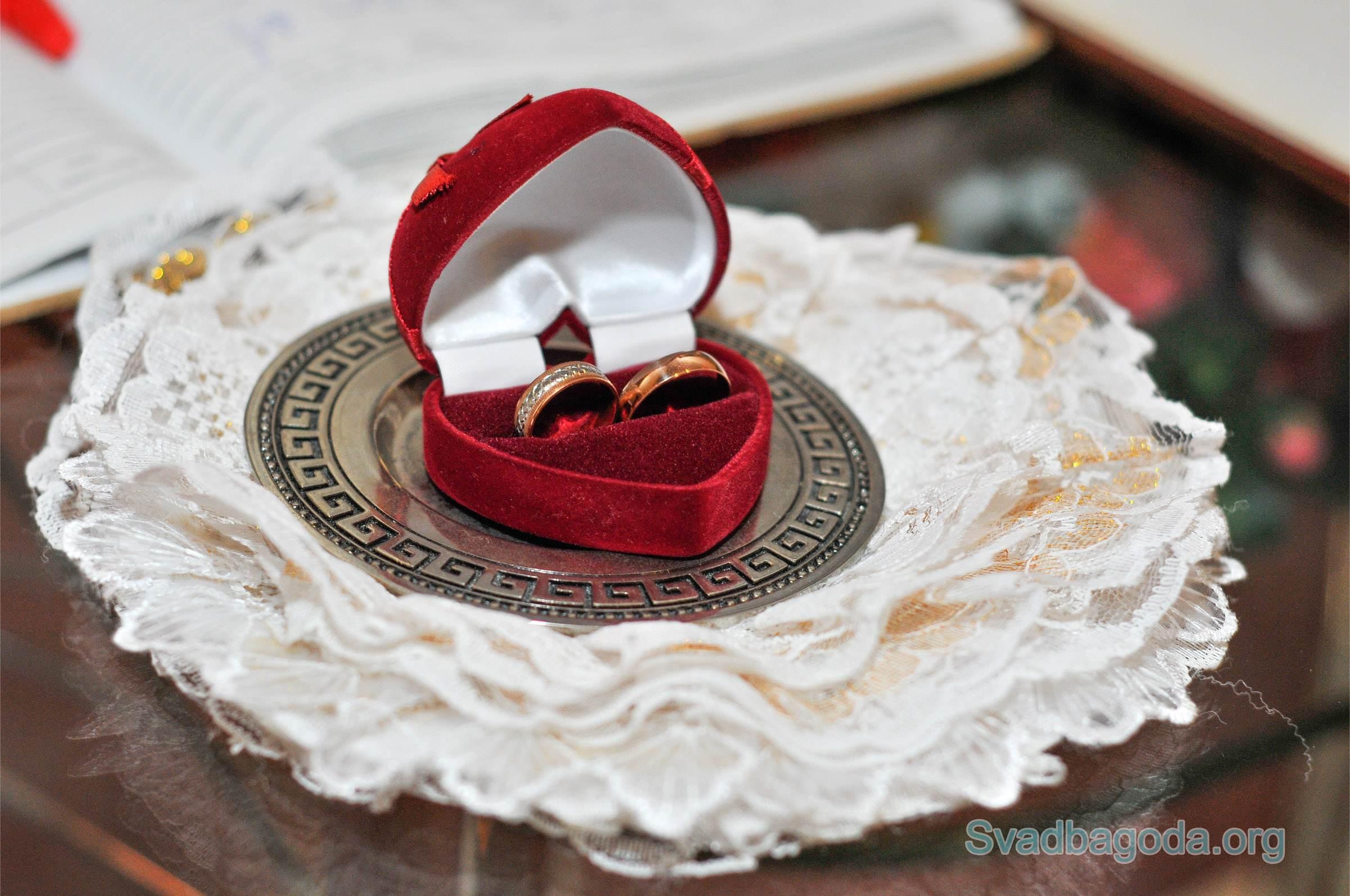 золотые обручальные кольца для ЗАГСа